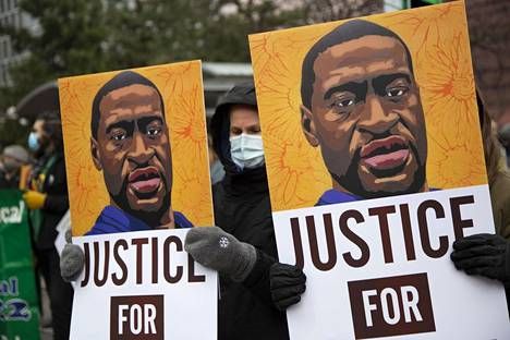 Sunnuntaina noin 400 mielenosoittajaa marssi Minneapolisissa George Floyd -julisteiden kanssa.