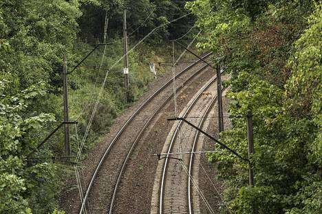 Junan löytöpaikaksi väitettiin aluetta lähellä Walbrzychin kaupunkia, jossa on myös tunnettuja natsien orjatyövoimalla kaivattamia tunneleita.