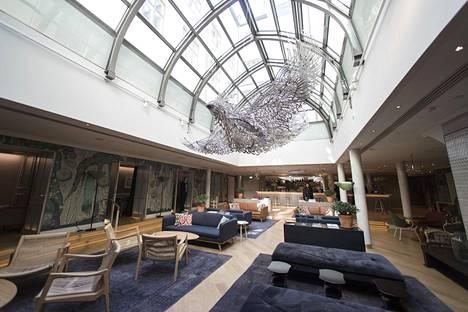 Uusi hotelli St. George on avattu Lönnrotinkadun ja Yrjönkadun kulmaukseen. Kuvassa hotellin Wintergarden.