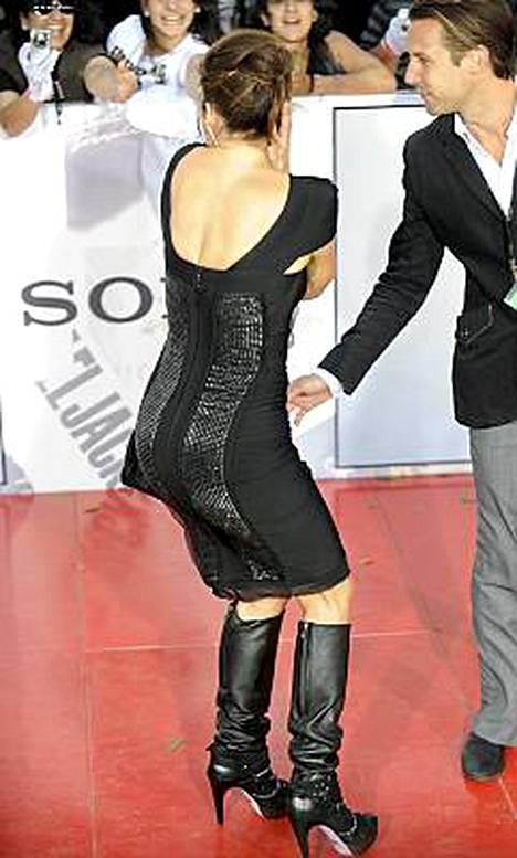 Jennifer Lopezin takamus sykähdytti Michael Jacksonin This Is It -elokuvan ensi-illassa.