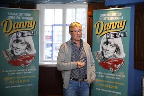 Heikki Paavilainen kertoo, että heidän pieni teatteriyrityksensä joutui viime vuonna todellisiin vaikeuksiin Jari Sillanpään huumekohun jälkeen.