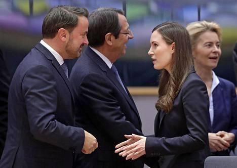 Sanna Marin keskusteli muun muassa Luxemburgin pääministerin Xavier Bettelin kanssa.