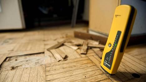 Vakuutuksenottajia askarruttavat usein kodin vesivahingot. Esimerkiksi yllättävästä putkirikosta johtuvasta vesivahingosta saa korvausta, mutta rakennusvirhe ei ole korvausperuste.
