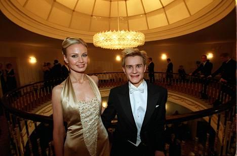 Marian iltapukua Linnan juhlissa vuonna 2000 ihasteltiin kovin.