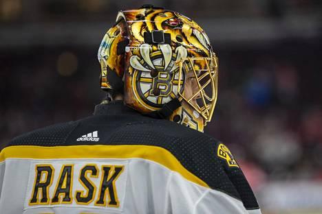 Tuukka Rask on suosikki NHL:n parhaalle maalivahdille annettavan Vezina Trophyn voittajaksi.