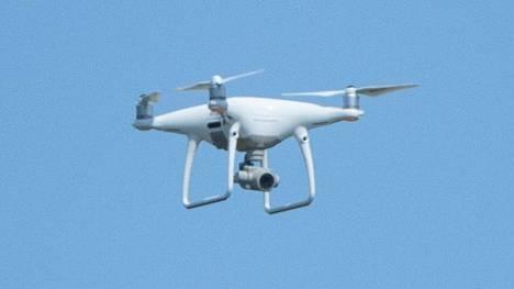 Dronejen eli kauko-ohjattavien lennokkien lennättäjien on nykyisin rekisteröidyttävä.
