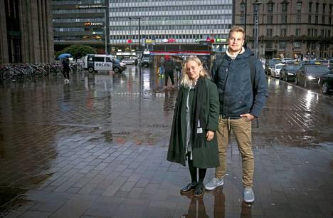 Venla Johansson  ja Olli Ala-Fossi jaksavat töissä liikunnan, ystävien ja avantouinnin voimalla.