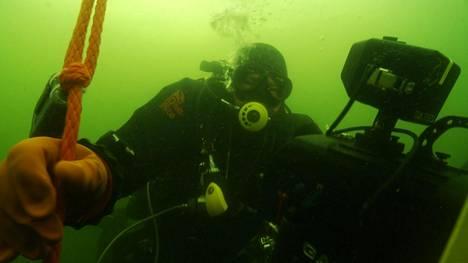 Suomalaiset sukeltajat onnistuivat löytämään Itämerestä kaksi toisen maailmansodan aikaista saksalaista sukellusvenettä. Kuvassa Badewanne-sukellusseuran Juha Flinkman tutkimusretkellä.