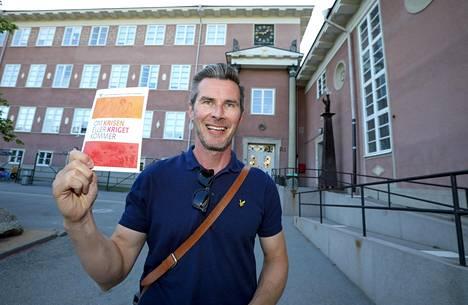 Marko Leppälä Smolander aikoo lukea oppaan läpi.