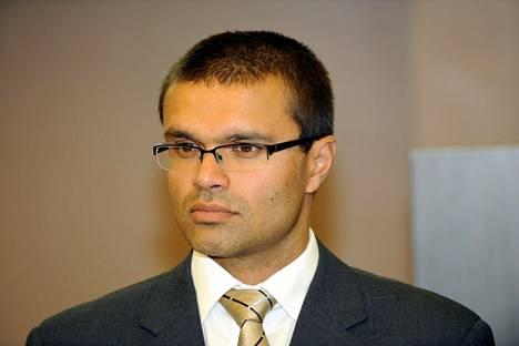 Tullin valvontajohtaja Sami Rakshit on pahoillaan, että VPS:n jalkapalloilijat tunsivat tulleensa kohdelluksi kaltoin Vaasan satamassa.