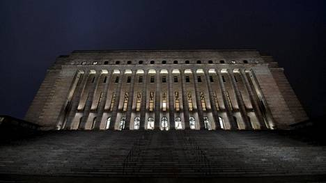 Eduskuntatalo Helsingissä 21. joulukuuta 2020.