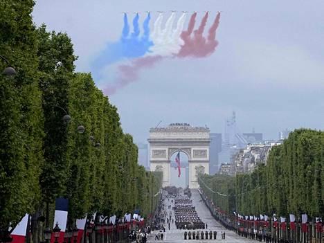 Patrouille de France on Ranskan ylpeys. Tässä taitolentoryhmä Pariisin Riemukaaren yllä Bastiljin valtauksen vuosipäivänä tämän vuoden heinäkuussa.