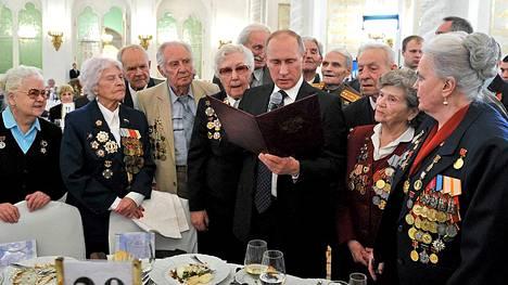 Presidentti Vladimir Putin otti osaa Stalingradin sankareiden juhlaan.