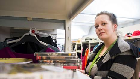 Heidi Holappa sai esikoisensa 18-vuotiaana. Nyt neljän lapsen äiti on halunnut jo vuosia takaisin työelämään.