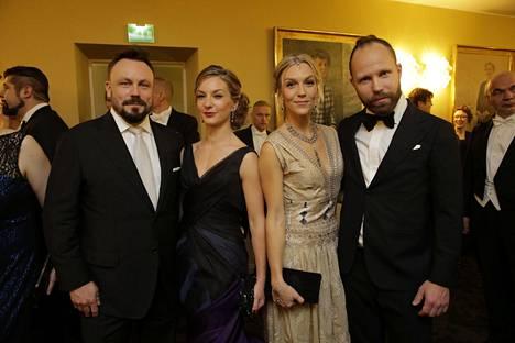 Madventures-miehet edustivat Linnan juhlissa yhdessä puolisoidensa kanssa. Riku Rantalan vaimoi Saija Rantala on asianajaja, kun taas Tunna Milonoffin vaimo Jenni Milonoff luotsaa Ilo by Dakini -vaatebrändiä Suomessa.