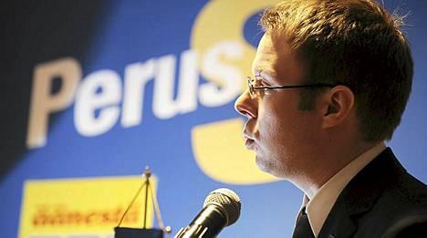 Perussuomalaisten 3. varapuheenjohtaja Vesa-Matti Saarakkala esitteli puolueen vaaliohjelmaa Helsingissä 25. helmikuuta 2011.