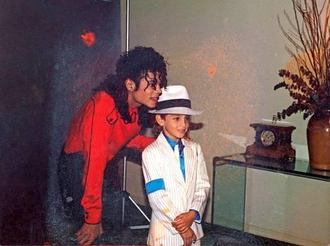 Michael Jackson yhdessä Wade Robsonin kanssa.