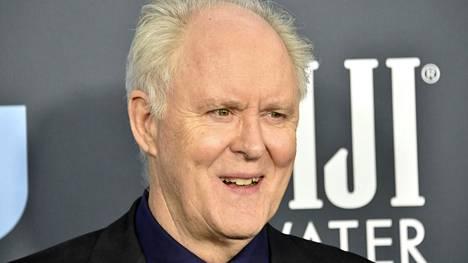 John Lithgow on tuttu muun muassa tv-sarjoista The Crown ja Kolmas kivi auringosta. Uudessa Perry Mason -sarjassa hän näyttelee rehvakasta lakimiestä.