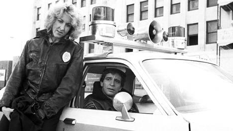 Betty Thomas ja Ed Marinaro Hill Street Bluesissa.