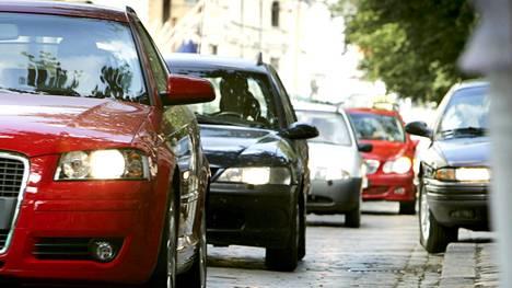 """Raportissa mainitaan muun muassa, että """"henkilöliikenteessä erityisesti liikenteen hinnoitteluun ja verotukseen liittyvät poliittiset ohjauskeinot voivat vaikuttaa toteutuvaan kysyntään merkittävästi."""""""