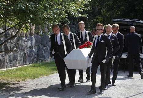Tapani Pertun arkkua kantoivat Jukka Puotila, Juhani Laitala, Petri Liski, Turkka Mastomäki ja Arttu Ratinen.