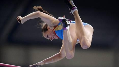 Jelena Isinbajevan osallistuminen Rion olympiakisoihin on vielä auki Venäjän yleisurheiluliiton jouduttua kansainväliseen kilpailukieltoon.