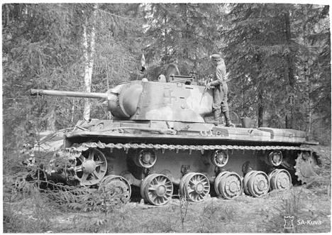 Suomalaisten sotasaaliina saama KV-1-panssari.