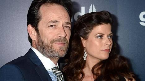 Luke Perry seurusteli terapeuttina työskentelevän Wendy Bauerin kanssa (kuvassa).