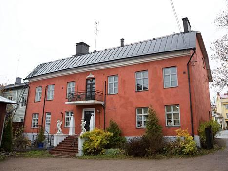 Remu Aaltosen myynnissä olevan talo on yksi Porvoon kulttuurihistoriallisesti tärkeimmistä rakennuksista.