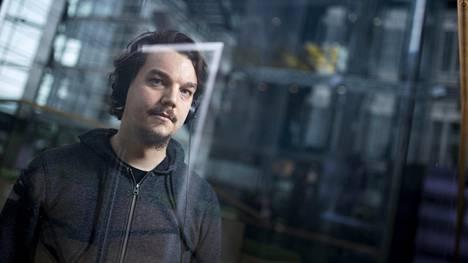 Toimittaja ja dj Mikko Mattlar on kirjoittanut kirjan diskon historiasta.
