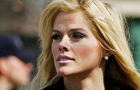 Anna Nicole Smith tuli kuuluisaksi perittyään miljonääripuolisonsa.