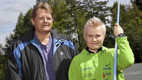 Seppo Räty (vas.) ja Oona Sormunen (oik.).