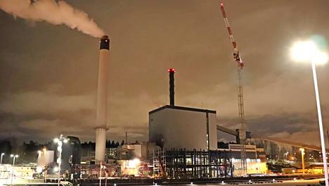 Tampereen Sähkölaitoksen Naistenlahden voimalaitos lisää uusiutuvien polttoaineiden käyttöä ja vähentää hiilidioksidipäästöjä, kun uusi biolaitos valmistuu.