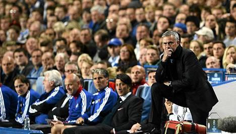 José Mourinhon (oik.) valmentaman Chelsean peli on takkuillut viime peleissä.