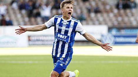 Lucas Lingmanin tunteet pääsivät valloilleen, kun paluuottelu Töölössä HJK-paita päällä tuotti komean vapaapotkumaalin.