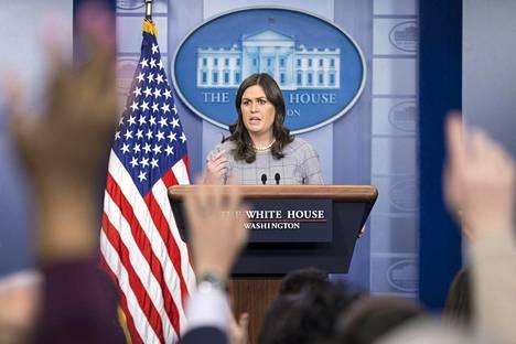 Valkoisen talon lehdistöedustaja Sarah Sanders.