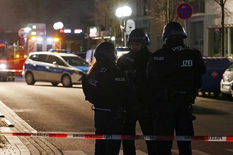 Kaupungissa käynnistyi suuri operaatio epäillyn, tai epäiltyjen, kiinniottamiseksi.