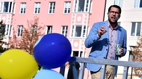 STT:n haastattelemat asiantuntijat pitävät realistisimpana vaihtoehtona sitä, että porvariallianssi muodostaisi hallituksen, jota Jimmie Åkessonin johtamat ruotsidemokraatit tukisi valtiopäivillä.