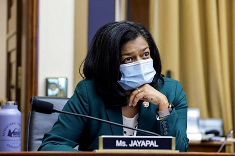 Pramila Jayapal syytti tartunnastaan maskittomia kollegoitaan.