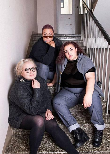 Vaatteet on kuvattu Pehmee-kollektiivin Caroline Suinnerin (ylh.) ja Meriam Trabelsin (oik.) sekä Oi mutsi mutsi -blogin Elsa Heikon (vas.) päällä.