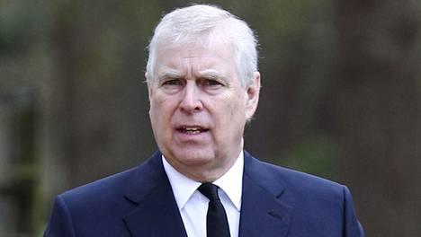 Britanniassa hämmästellään Royal Lodgessa tapahtunutta turvatoimien pettämistä.