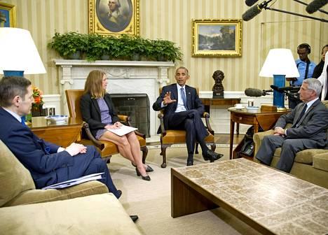 Anthony Fauci (oik.) on ollut antamassa virkansa puolesta neuvoja Yhdysvaltain presidenteille vuodesta 1984, Ronald Reaganin ajoista asti. Kuva vuodelta 2016, jolloin presidenttinä oli Barack Obama (kolmas vas.).