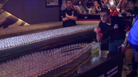 Näin syntyy 4 578 drinkkiä 55 sekunnissa