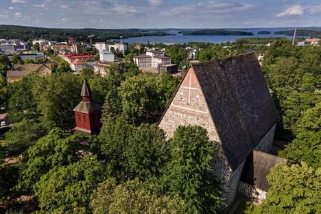 Pyhän Laurin kirkko on Suomen keskiaikaisista kirkoista kolmanneksi suurin.