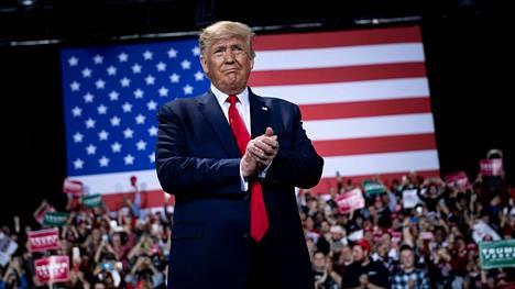 Donald Trump saapui Michiganiin kampanjatapahtumaan vain hetkeä ennen kuin edustajanhuone äänesti virkasyytteen nostamisesta.