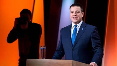 Erostaan keskiviikkoaamuna ilmoittanut pääministeri Jüri Ratas kuvattiin Viron TV2:n vaaliväittelyssä keväällä 2019.
