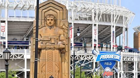Clevelandin baseballjoukkueen uusi nimi juontuu Guardians of Traffic -nimellä tunnetuista kivimiespatsaista.