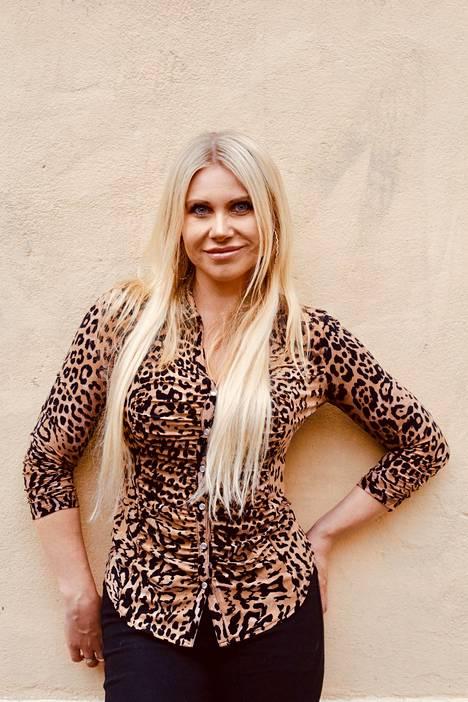 Johanna Kuvaja meinasi aluksi kieltäytyä Playboy-kuvista.