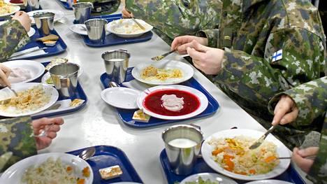Armeijasta riittää ruokamuistoja.