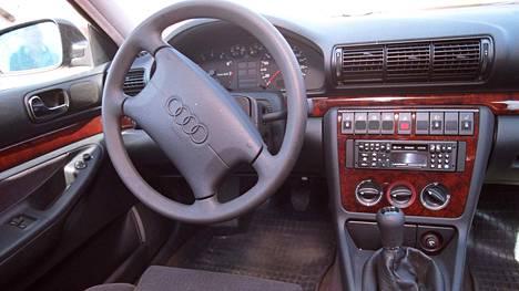 Tältä näytti ykkössukupolven Audi A4 kun kaikki oli vielä uutta.
